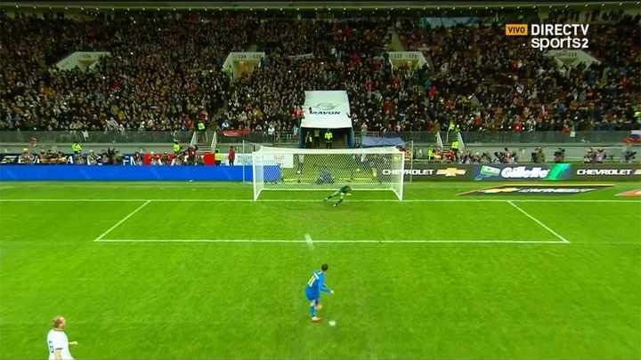 Coutinho le dio el segundo de penal a Brasil
