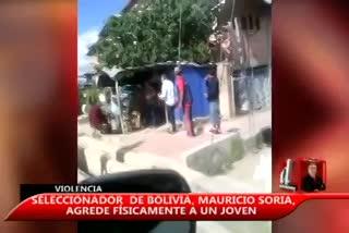 ¡El DT de Bolivia, a las manos en la calle!