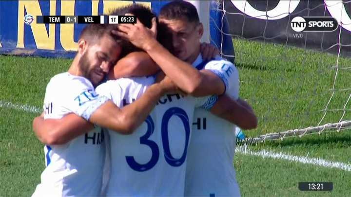 Vargas metió el primero para Vélez
