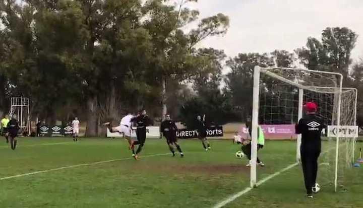 El gol de Lugüercio en el amistoso de Estudiantes