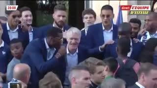 Pogba y Deschamps cantaron el hit en el que los franceses nombran a Messi