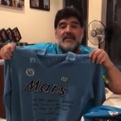 El regalo de Diego a Hamsik
