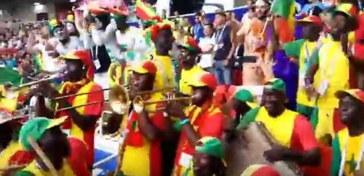 La hinchada de Senegal de fiesta
