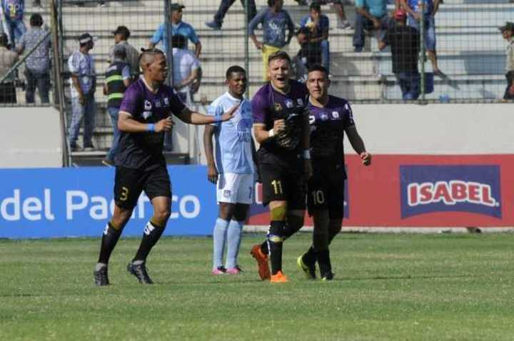 En Ecuador, Delfín derrotó 3-1 a Emelec
