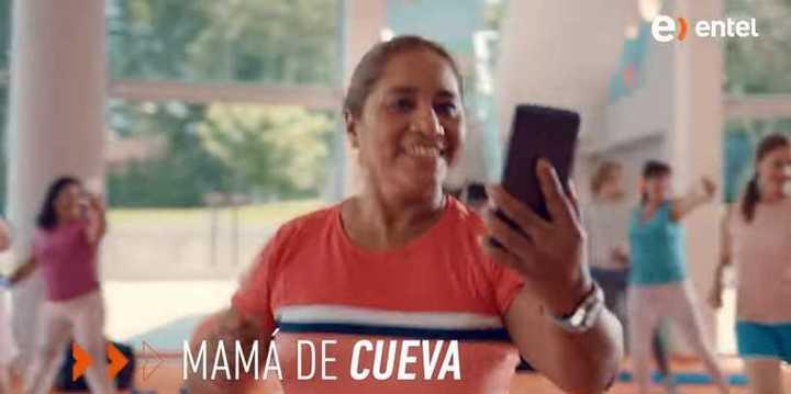 La madre de Cueva danza al ritmo de las telefónicas