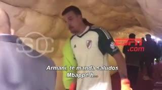 Armani le respondió a un hincha de Huracán