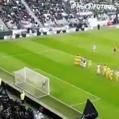 Así vivieron los tifosis el golazo de Dybala