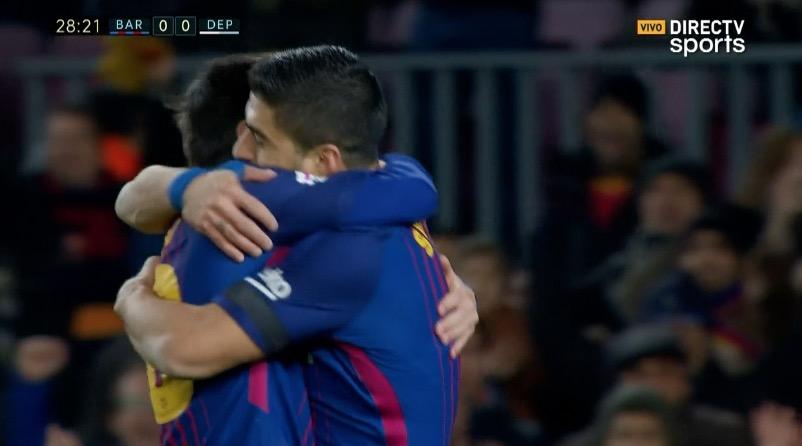 Suárez le dio un pase a la red