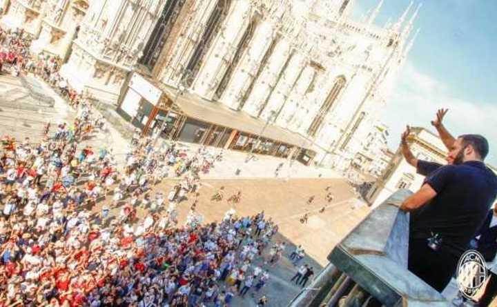 La locura de los hinchas del Milan por Higuaín