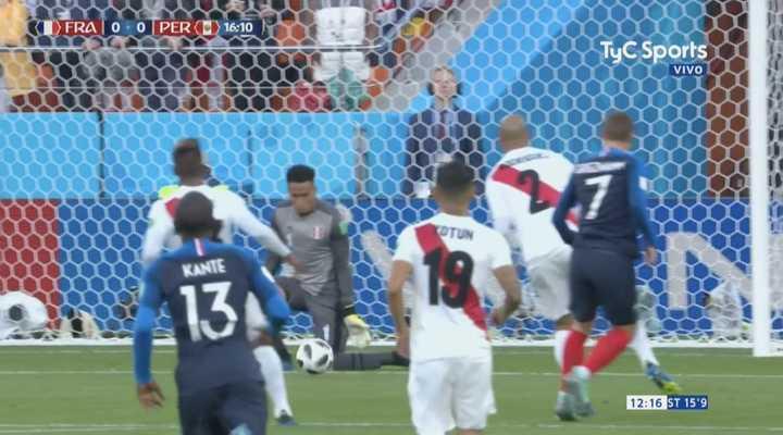 Gallese paró con la rodilla el tiro de Griezmann