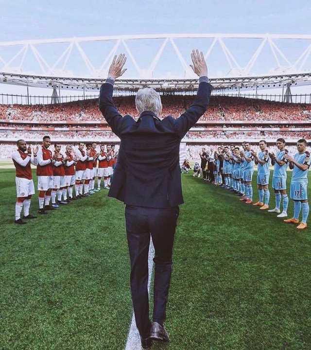 Pasillo de honor para Wenger