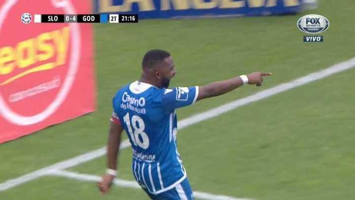 El Morro aprovecha su faceta de goleador
