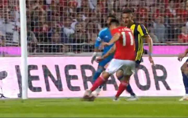 El gol de Cervi para el Benfica.
