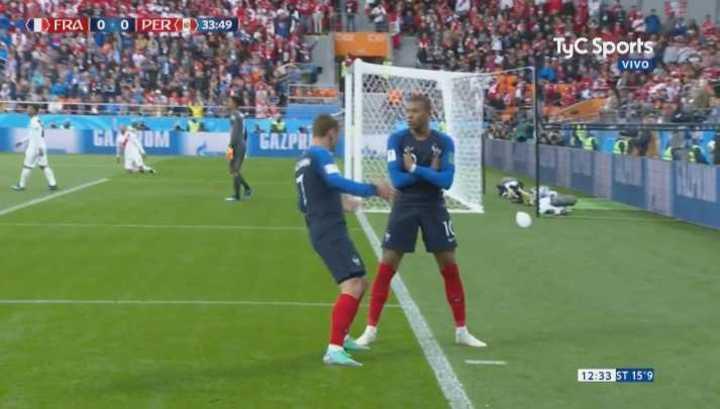 Mbappe apareció para darle la ventaja a Francia