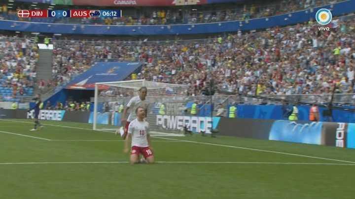 Golazo de Eriksen para Dinamarca