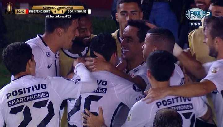 Jadson marcó el 1 a 0 para Corinthians