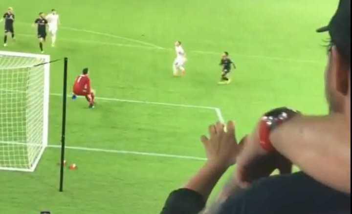La jugada de Rooney y Acosta desde el estadio