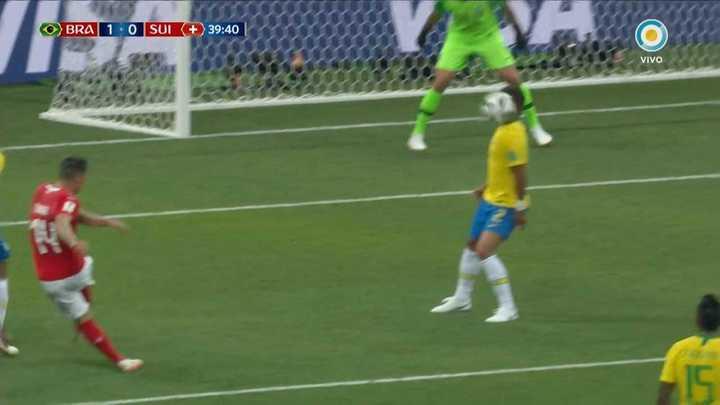 Terrible pelotazo a Thiago Silva en la cara