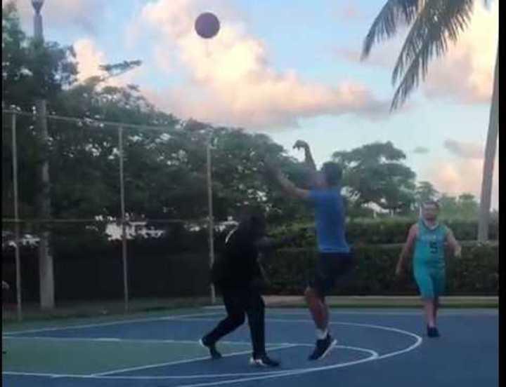 Griezmann juega al básquet en Miami