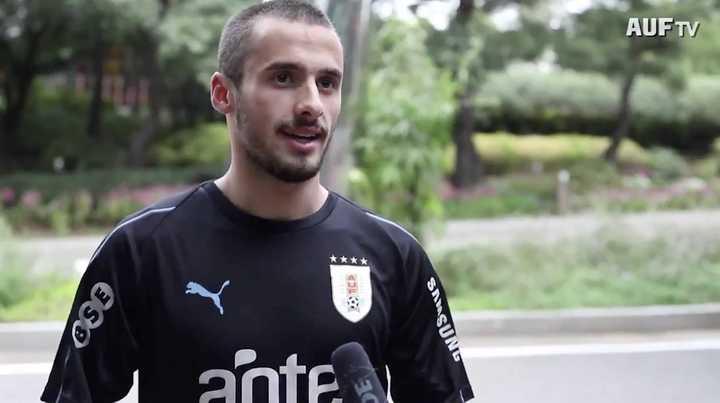 Saracchi en su primer entrenamiento en Uruguay