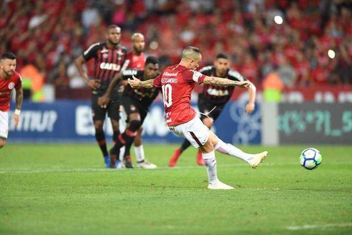 Con D'Alessandro, el Inter hizo la del Millo en Porto Alegre