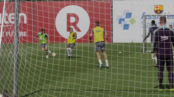 Los lujos de Messi en la práctica del Barcelona