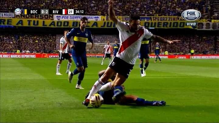 ¿Fue penal a Scocco?
