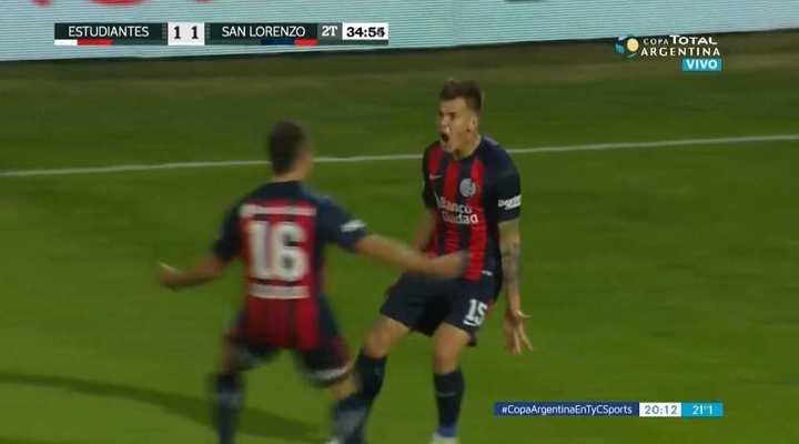 Reniero marcó el 2 a 1 para San Lorenzo