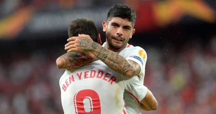 Sevilla, con goles argentinos, ganó en su debut