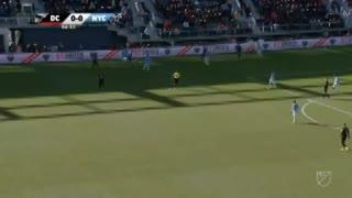 Jugadón y asistecia de Acosta en el 1-0 de Rooney