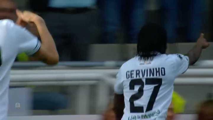 Tremendo golazo de Gervinho para sentenciar el partido
