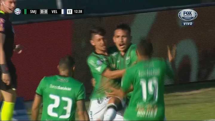 Cabezazo y pecho, gol de San Martín SJ