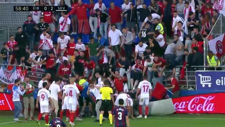 Tras el gol de Banega, se derrumbó una tribuna