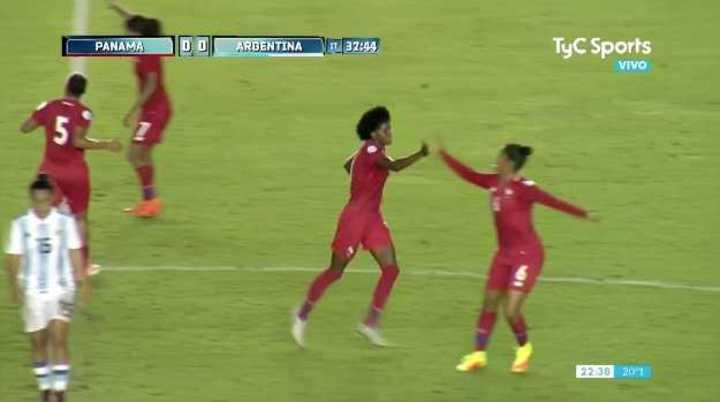Panamá abrió el marcador con gol de Mills