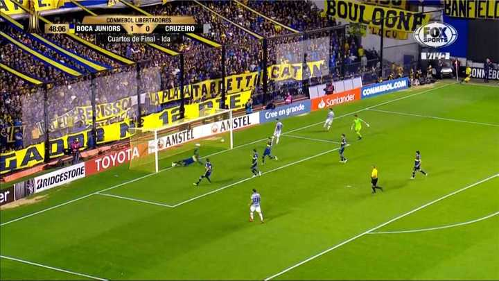 ¡Barrios salvó en la línea lo que era gol de Cruzeiro!