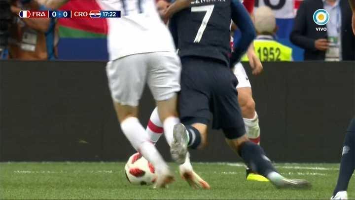 ¿Hubo falta a Griezmann antes del primer gol?
