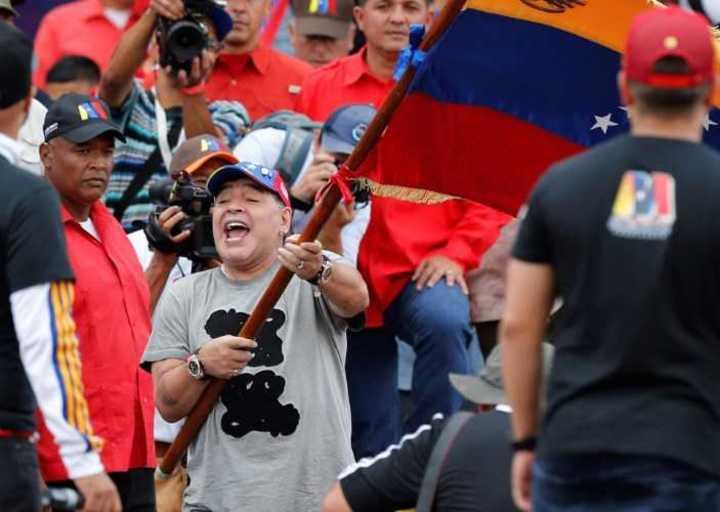 Diego bailó con Maduro