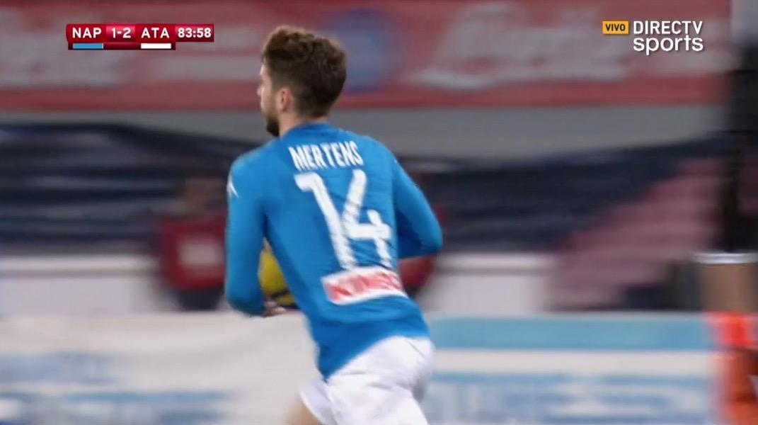 Mertens descontó para Napoli