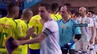 Argentina perdió 2-1 contra Brasil.
