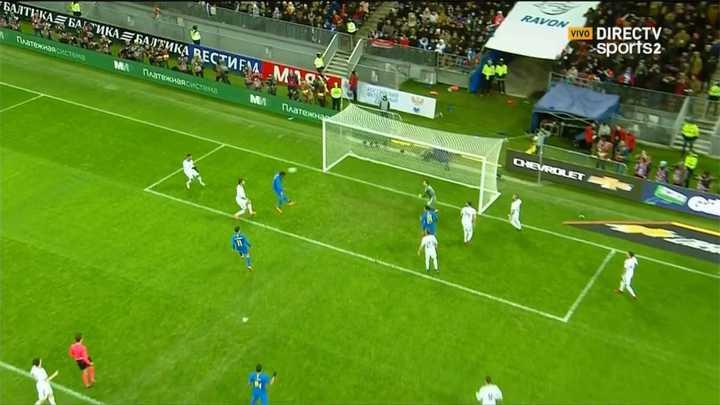 Paulinho convirtió el tercero para Brasil