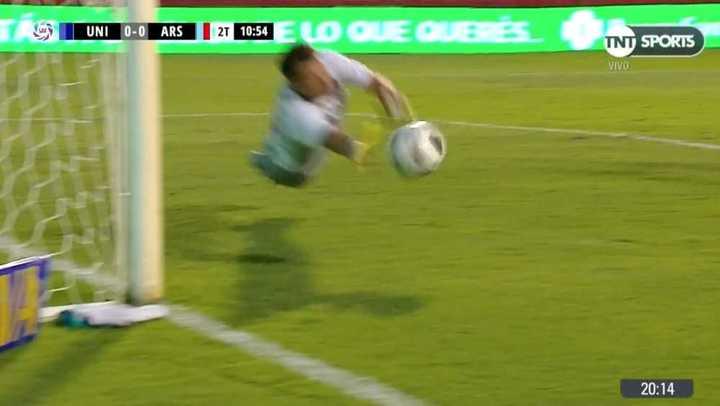 Santillo se estiró y salvó a Arsenal