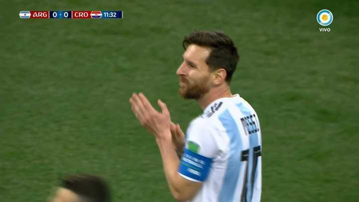 Messi no alcanzó a tocarla