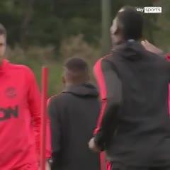 ¡Tenso momento entre Mourinho y Pogba en pleno entrenamiento!