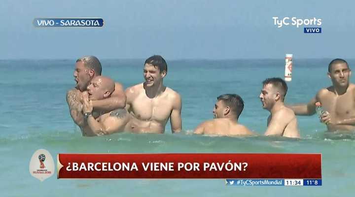 Los jugadores de Boca se relajan en la playa