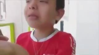 Un nene llora por la ida de Barco