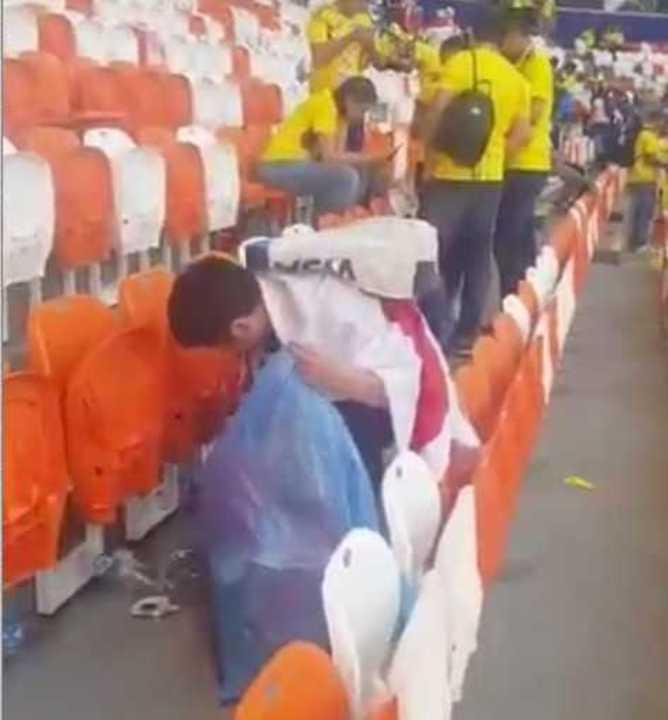 Los japoneses limpiaron el estadio