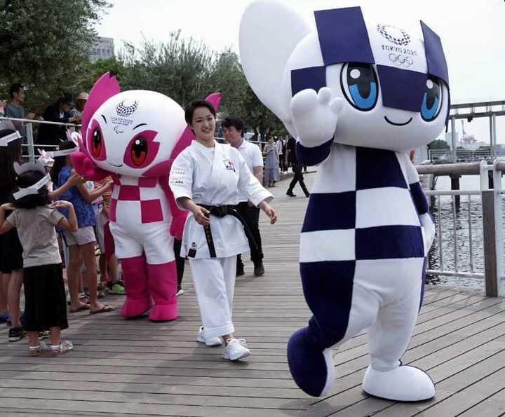 El desembarco de las mascotas de los Juegos Olímpicos de Tokio 2020