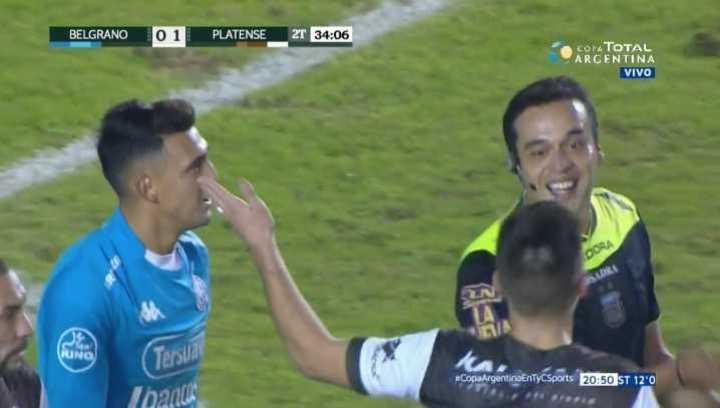 ¡Lo empató el árbitro con un golazo!