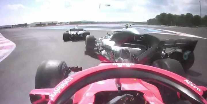 El toque de Vettel a Bottas