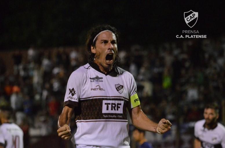 Los tres goles de Vega a Colegiales